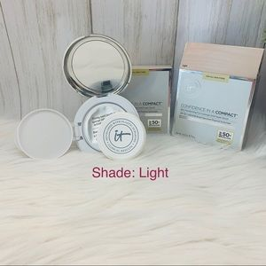 Confidence in a Compact Foundation SPF 50 Light